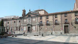 Fachada principal del Real Monasterio Convento de la Asunción de Religiosas Clarisas de las Descalzas Reales. Fotografía por Luis García
